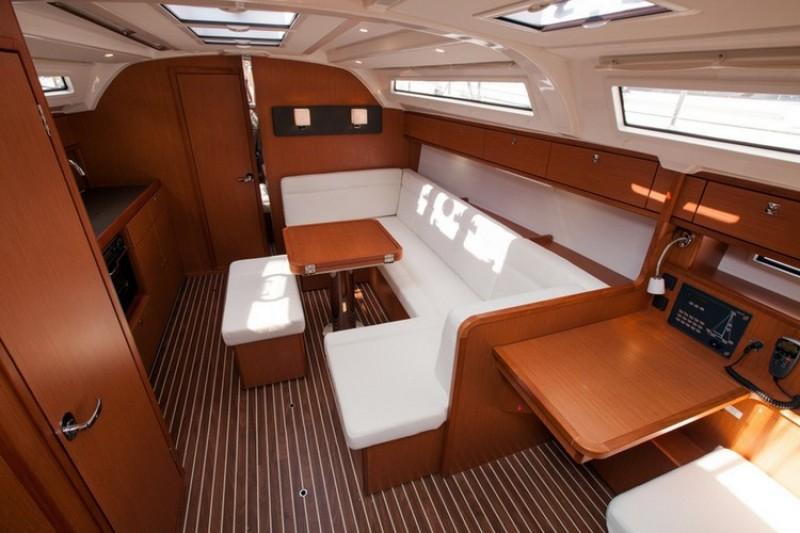 bavaria 41 cruiser najam jedrilica u hrvatskoj charter jedrilica. Black Bedroom Furniture Sets. Home Design Ideas