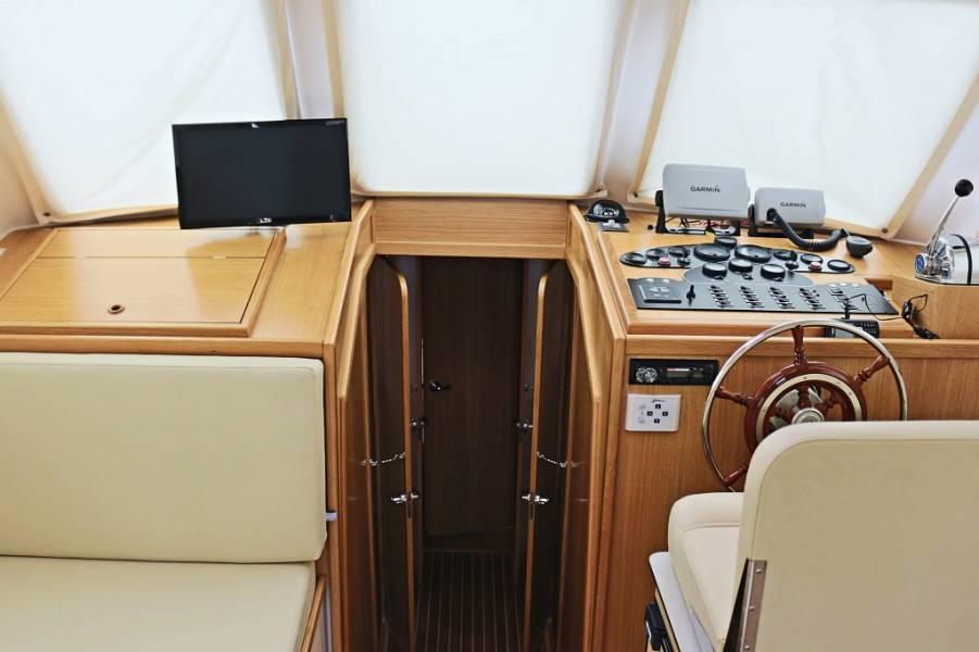 Adria 1002 Vektor, Jedva