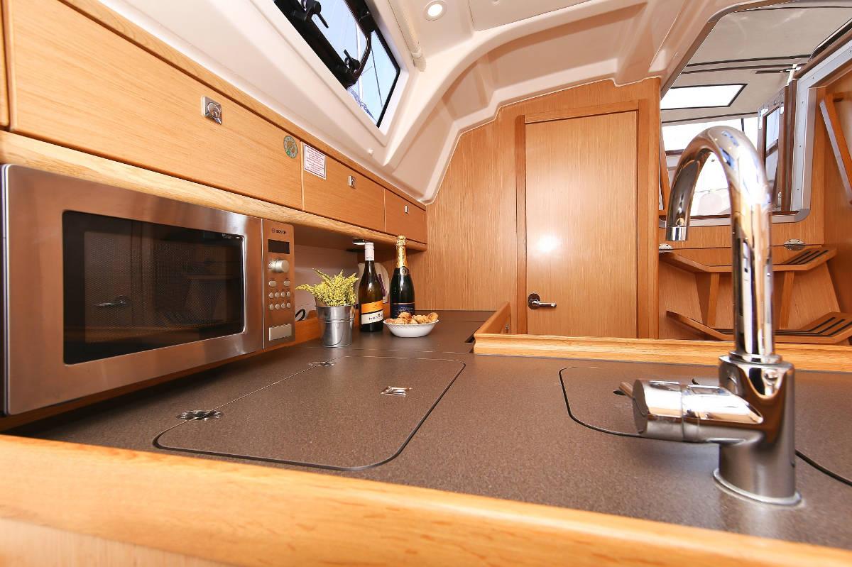 Bavaria Cruiser 37, Nestis
