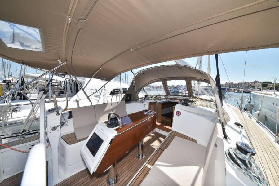 Bavaria Cruiser 37, White Pearl