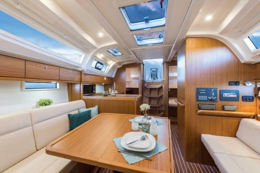 Bavaria Cruiser 37, SNELLY
