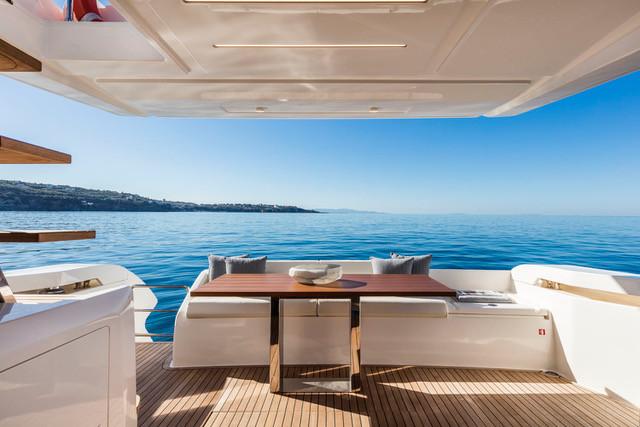 Ferretti Yachts 550, Lagoon