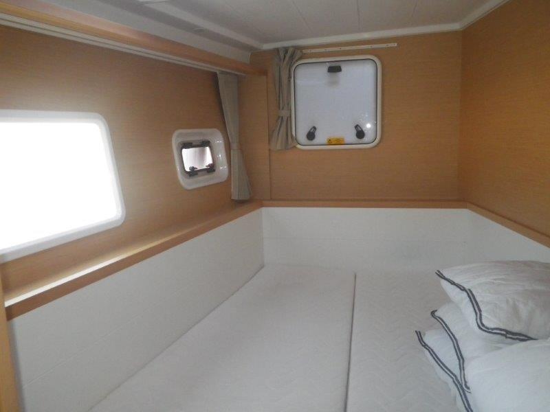 Lagoon 400 S2, Wonderland (Cabin charter) port bow