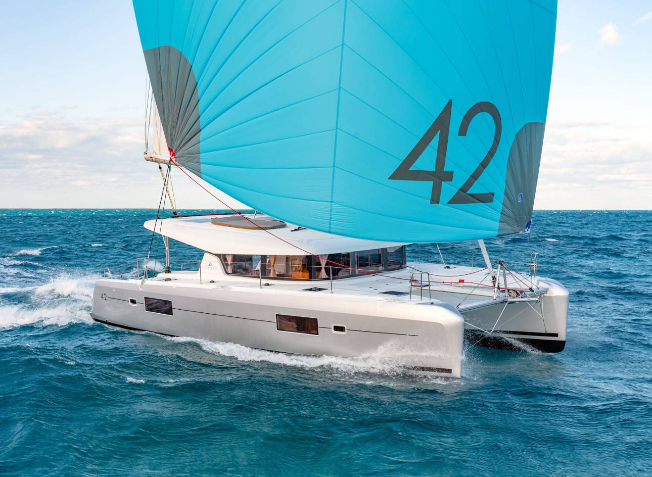 Lagoon 42, MEDIA LUNA