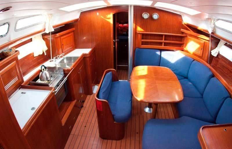 Oceanis 423, Pločica